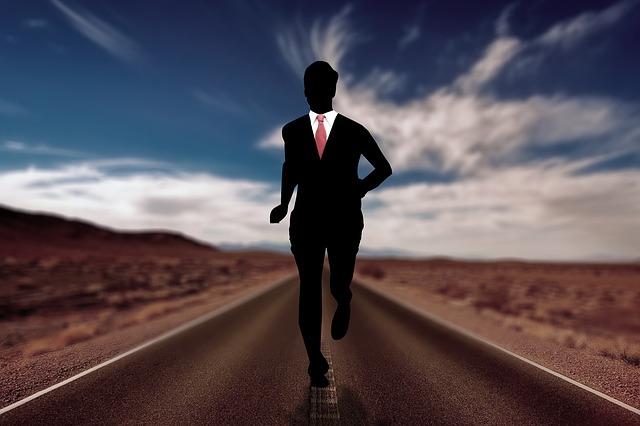 arti mimpi berlari mengejar seseorang, arti mimpi mengejar seseorang tapi tidak dapat, mimpi mengejar orang yang kita sayang, mimpi mengejar orang jahat, mimpi berlari mengejar mobil, mimpi lari larian, arti mimpi mengejar orang, arti mimpi berlari di jalan raya