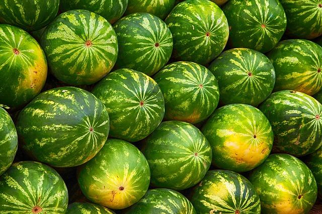 mimpi makan semangka