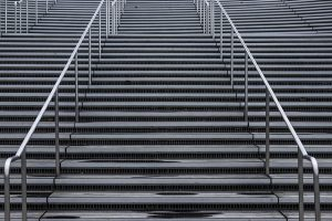 mimpi menuruni tangga