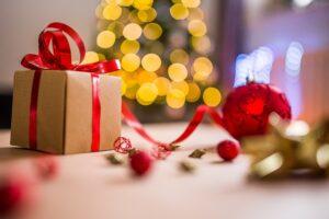 mimpi memberi hadiah