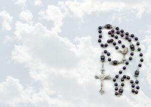 arti mimpi kalung rosario