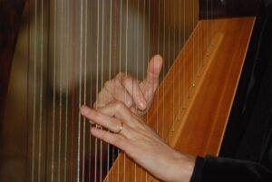 mimpi alat musik harpa