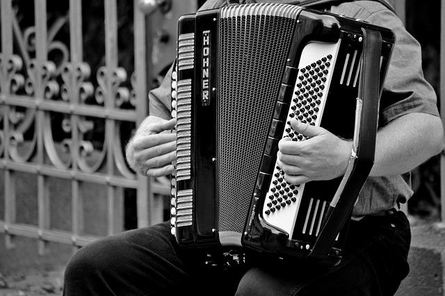 mimpi akordion