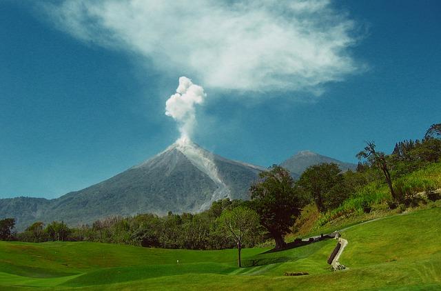 letusan gunung